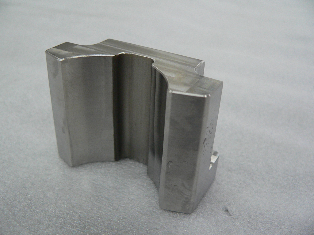 "Electronic components quick delivery and mass production ""SUS304 stainless steel 3-axis machining"" 3D-CAD / CAM"