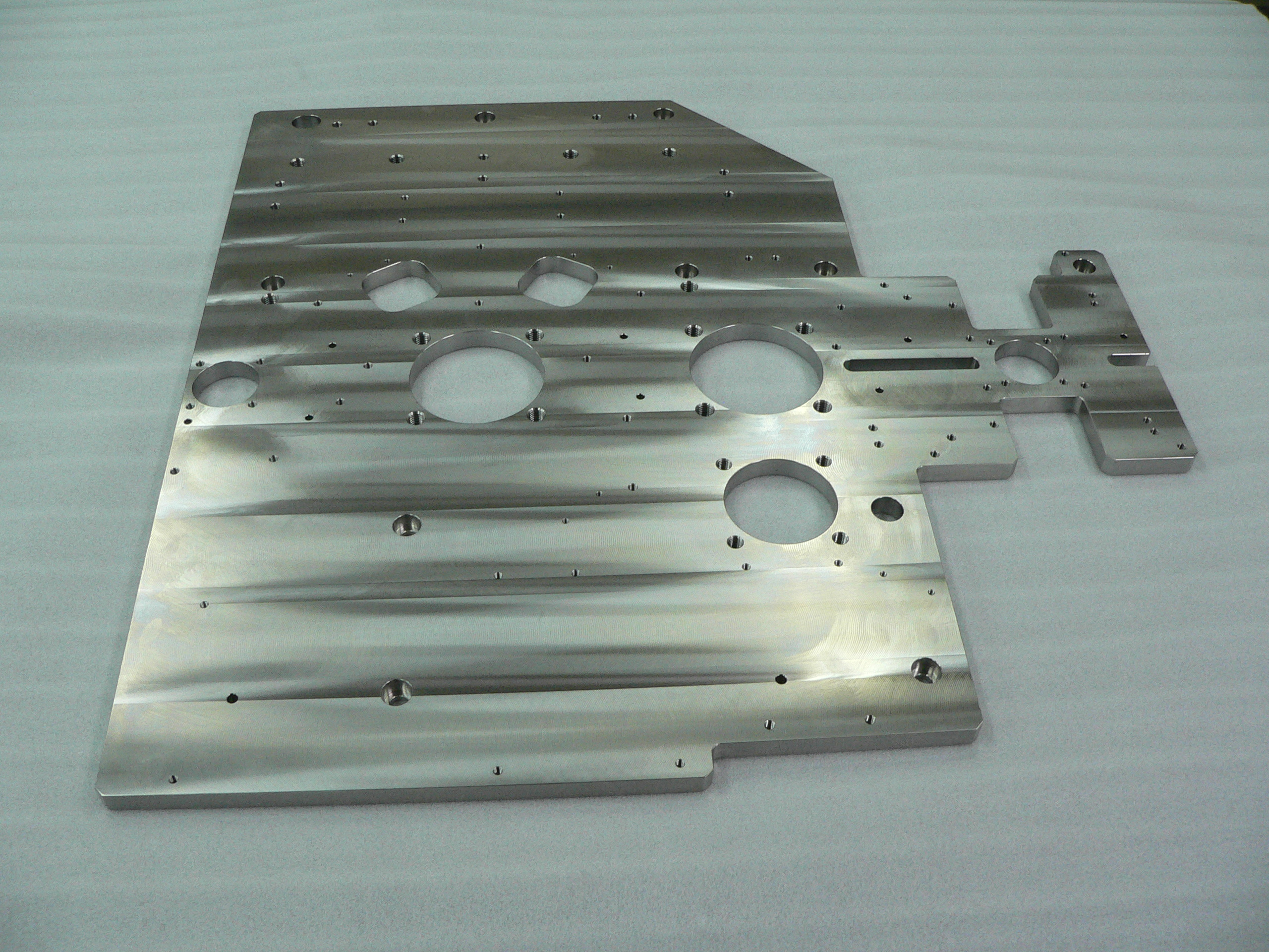 Precision machining of large stainless steel plates SUS303 · SUS304 - hole pitch parallelism and flatness
